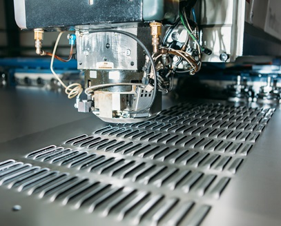 Importancia del punzonado de metales en la industria metalmecánica